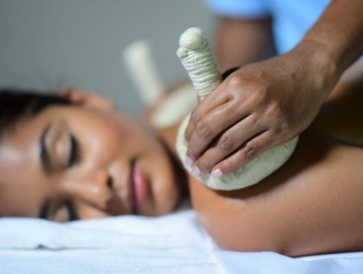 India Tours - Ayurveda Tour - Back Massage