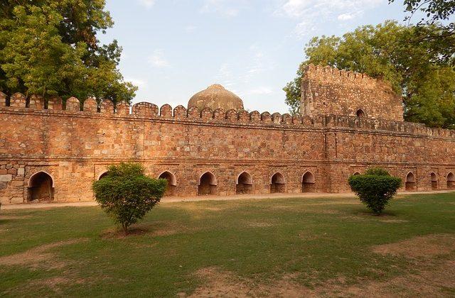 India Tour - New Delhi - Lodhi Garden - Wall